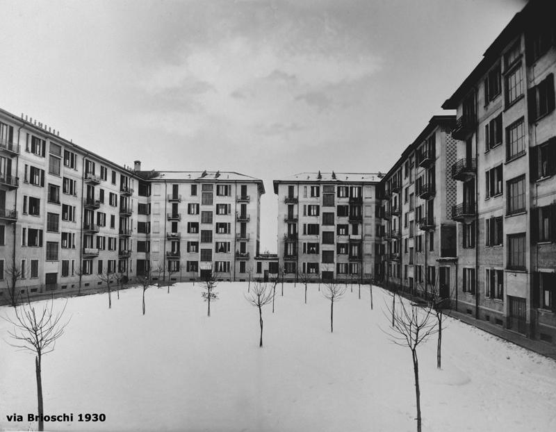 Il fabbricato di via F. Brioschi 93, cortile interno dopo una nevicata - 1930
