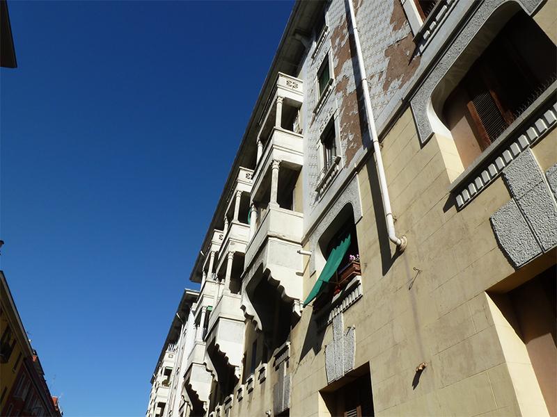 Particolare della facciata su via Francesco Brioschi - 2013
