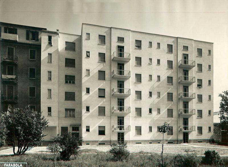 Il fabbricato di via E. Camerini 7, 1° lotto, facciate interne (notare a sinistra il lato confinante con il fabbricato di via Teodosio 104, lato via Olivari)- 1951