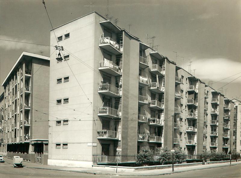 Il fabbricato visto da via E. Olivari ang. via E. Camerini, 1°, 2° e 3° lotto - 1957